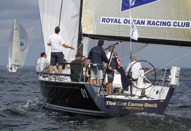 яхта с эмблемой RORC (Royal Ocean Racing Club)