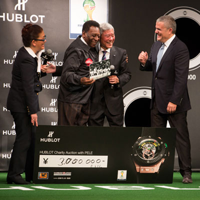Часы Hublot Big Bang Unico FIFA WC представил «Король футбола» - Пеле.
