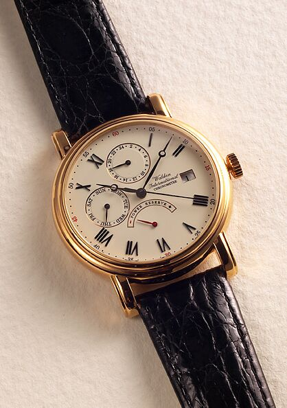 часы Waldan International Power Reserve Chronometer