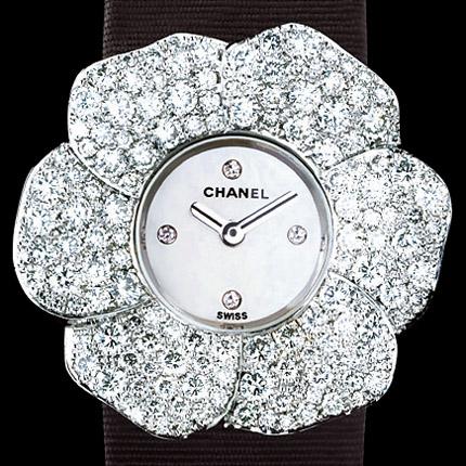 ���� Chanel Or blanc 18 carats / Pétales pavées diam